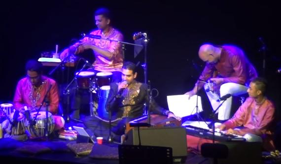 Swareed performing 'Laga Chunari Mein Daag – Mere Dholna'