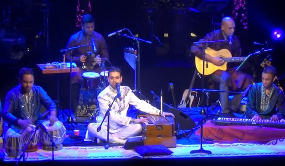 Swareed performing 'Parda Hai Parda'